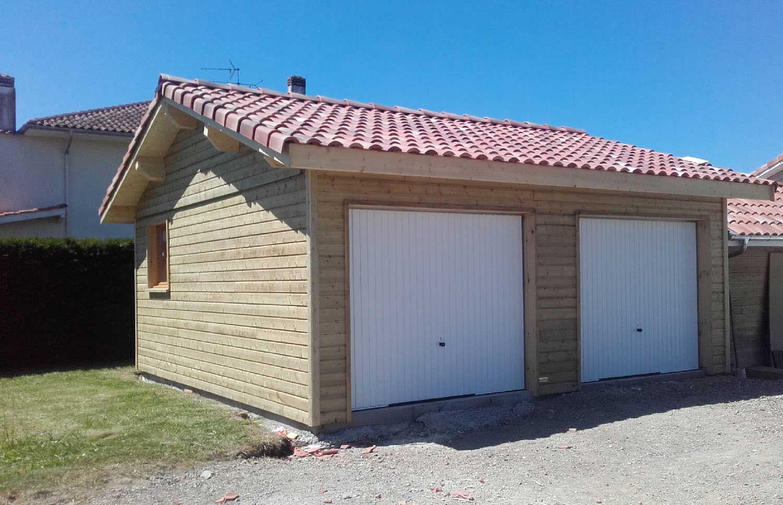 Garage en bois avec toit en tuile 2 pentes, double portes de garage